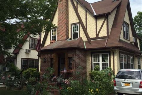 donald trump home donald trump s boyhood home in queens won t hit the