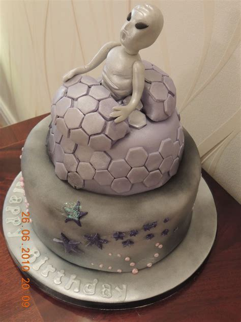 images  alien birthday cakes  pinterest birthday cakes birthday party planner