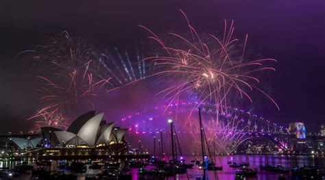 happy  year   updates festivities   australia nz  sydney harbour dazzles