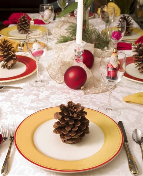 christmas dinner decorations 28 christmas dinner table decorations and easy diy ideas