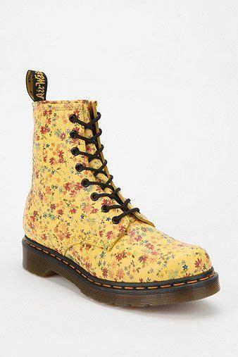 Sepatu Wedges Boot Zr033 79 dr martens bright floral 1460 boot docmartens footwear dr martens and floral