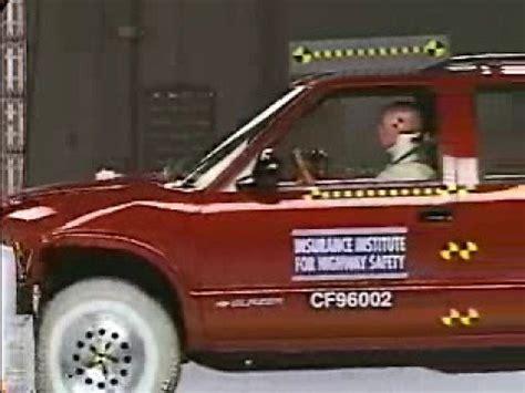 1996 olds bravada youtube crash test 1995 2004 chevrolet blazer 1998 2001 gmc envoy 1995 2001 gmc jimmy 1996