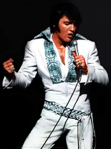 Elvi Jumsuit elvis on stage in the white sleek jumpsuit in 1970 elvis
