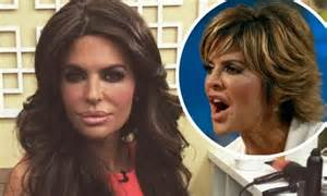 does lisa rinna wear a wig is lisa rinna bald lisa rinna debuts new do after brandi glanville attacks her old one daily mail online