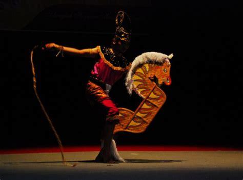 Ad Kepang tarian tradisional fiksyen shasha