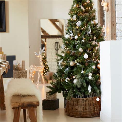 Decoration Arbre De Noel by Comment D 233 Corer Le Pied De Sapin De No 235 L Nos Id 233 Es