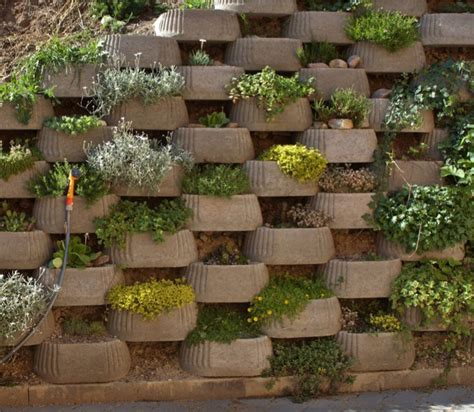 backyard walls best 25 backyard retaining walls ideas on pinterest