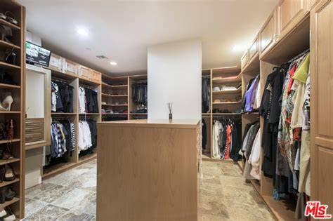 Selena Gomez Closet by Could Selena Gomez S For Sale Mansion Be For You