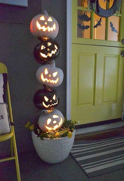 outdoor halloween decorations for your incredible halloween trellischicago 37 spooktacularly amazing outdoor halloween ideas