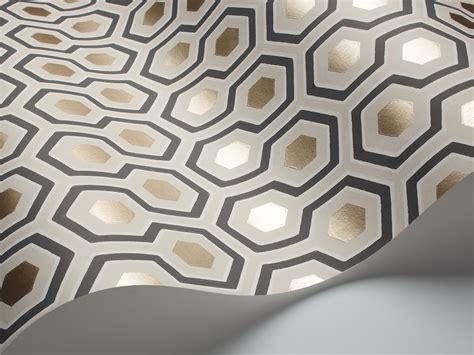 attrayant deco couloir noir et blanc 13 papier peint hicks hexagon 95 3016 contemporary restyled cole son