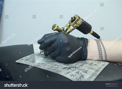 tattoo apprenticeship process hand tattoo artist holding tattoo machine stock photo