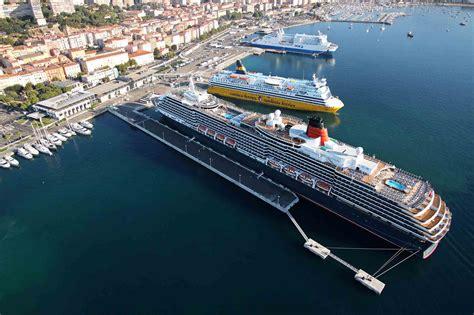boat rs victoria croisi 232 re ajaccio attend 250 escales et 700 000