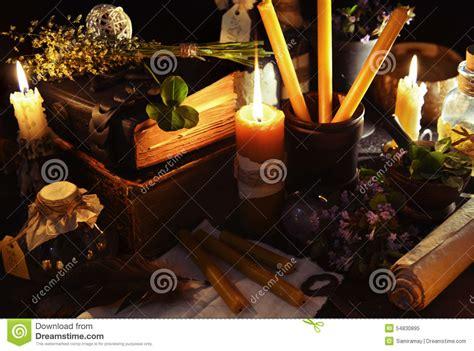magia con le candele fondo di con le candele e gli oggetti di magia