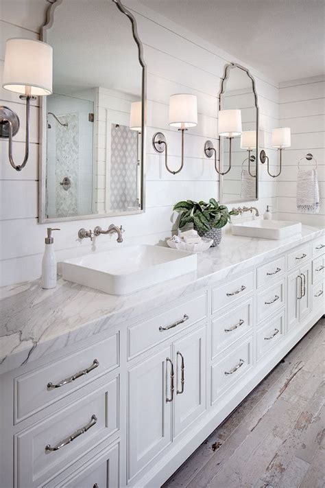 Bathroom Wall Colors With White Cabinets by 25 Best Ideas About White Bathrooms On