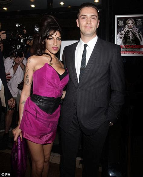 Winehouse Engaged by Winehouse Had Prescription Librium In System