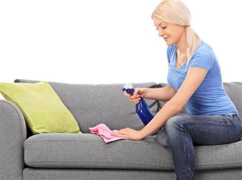 comment nettoyer un canapé en microfibre nettoyer un canap 233 tissu tout pratique