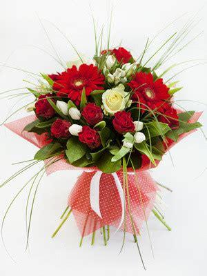 foto bouquet di fiori bouquet con fiori di stagione fiori a rimini consegna a
