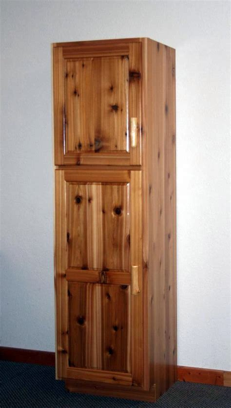 Rustic Cedar Linen Cabinet ? Barn Wood Furniture   Rustic