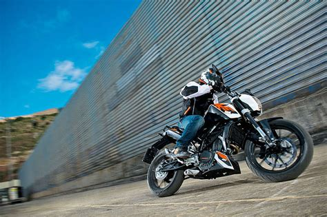 Top Speed Ktm Duke 125 2015 Ktm 125 Duke Abs Review Top Speed