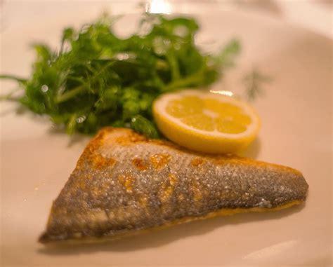 come cucinare i filetti di branzino pesce scopri i filetti di branzino sottovuoto