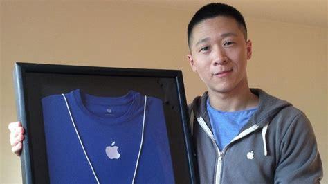 apple employee bidding for sam sung s old apple uniform passes 80 000