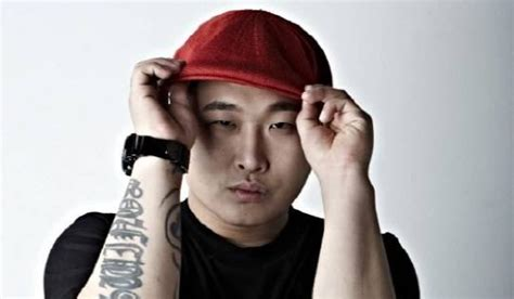 swings rapper rapper swings announces he was discharged early from the
