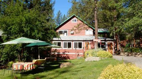 yosemite riverside inn офис и место для завтрака