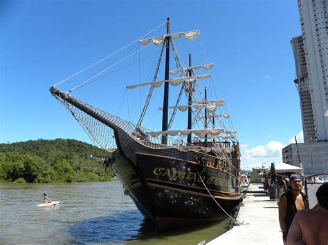 barco pirata camburiu despedida de balne 225 rio de cambori 250 barco pirata e