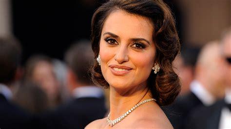 film queen of spain penelope cruz to play 50s screen star in queen of spain