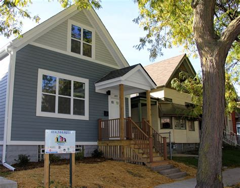 new houses that look like old houses improvements to near north side housing made 187 urban milwaukee