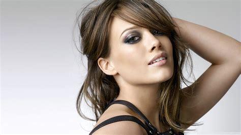 Hilary Duffs Single And Loving It by Hilary Duff Participa De Entrevista E Confirma Lan 231 Amento