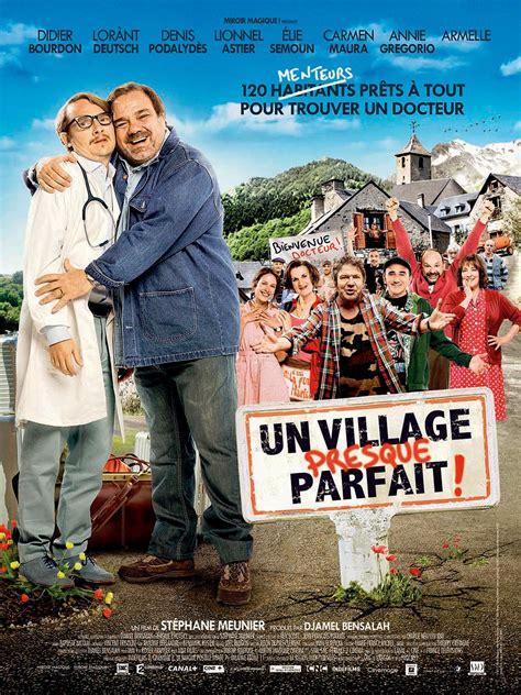 affiche du film un village presque parfait affiche 1 sur