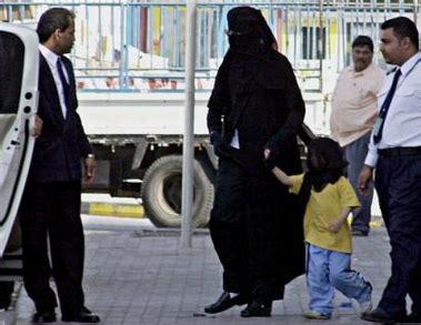 Abaya Hitam Arab Saudi Kode A 01 杰克逊中东购物 假扮阿拉伯妇女被偷拍 图 商务欧洲