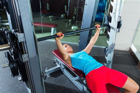 bench press with smith machine watchfit should i bench press with a smith machine pt 1