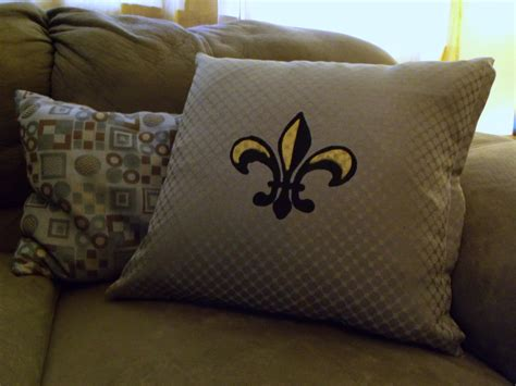 Sewing Throw Pillows by Screen Printed No Sew Throw Pillow Decor Hacks