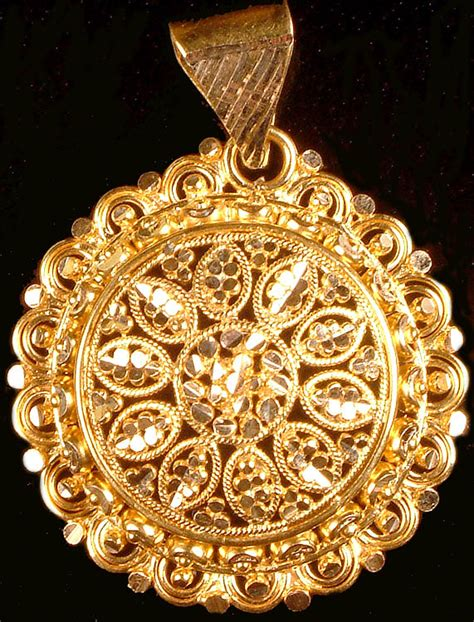 Handcrafted Gold Jewellery - handcrafted gold pendant