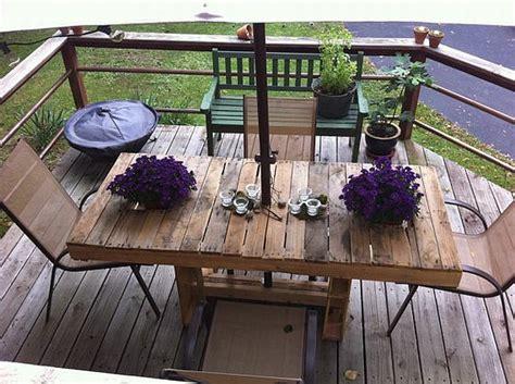 terrasse tisch terrasse gestaltung aus paletten tisch mit st 252 hlen
