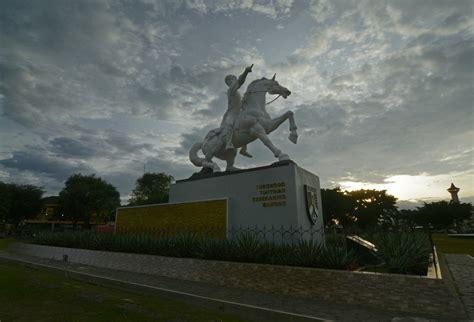 patung diponegoro  alun alun kota magelang