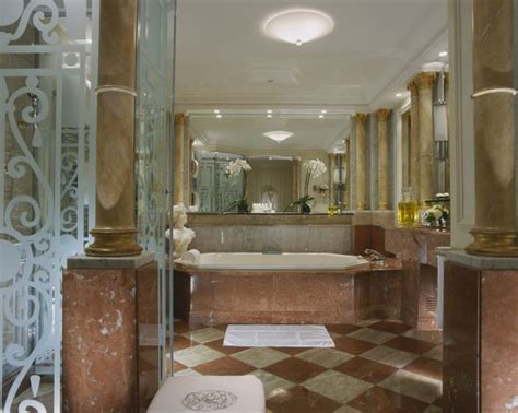 royal bathroom plaza ath 233 n 233 e s renovated royal suite