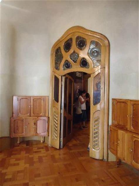 anémone de grèce la facciate posteriore picture of casa batllo barcelona