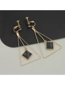 Anting Triangle Black perhiasan