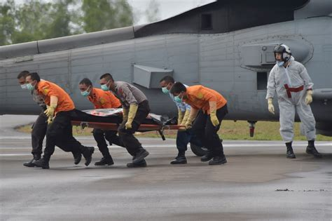 airasia victims airasia flight qz8501 weather stops retrieval of wreckage