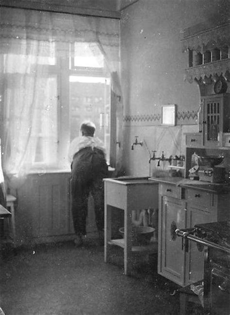 1930 s kitchen 17 best ideas about 1930s kitchen on vintage