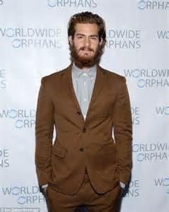 Hacksaw Ridge Online andrew garfield lacks specs appeal with overgrown beard at