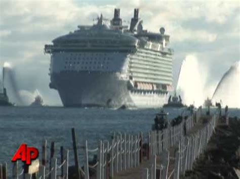 titanic vs big boat raw video world s largest cruise ship youtube