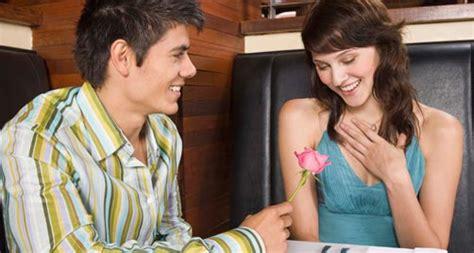 cara membuat wanita jatuh cinta lewat chatting tips dan trik cara membuat pria jatuh cinta pada kamu
