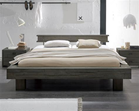Designer Bett by Massivholzbett Im Vintage Stil In Wei 223 Kaufen Buena