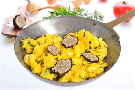 cuisiner la truffe recette des oeufs brouill 233 s aux truffes pratique fr