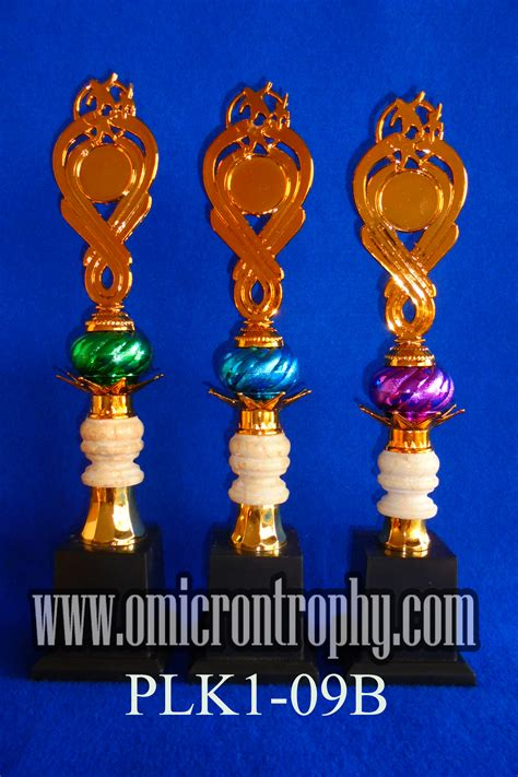 Piala Set Juara 123 Trophy Mtq Tatakan Kotak Plakat Figur Gold Murah 24 jual trophy plastik harga murah omicron trophy