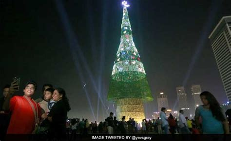 tallest xmas teee in tge workf sri lanka claims world s tallest artificial tree